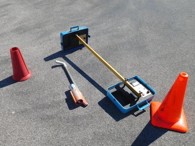 Aqua-tronics split box A-6 cable and pipe locator configured as a on-handle unit