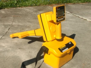 Utility cable and pipe locator Dynatel 2273